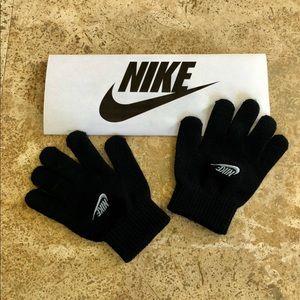 NWOT! Nike Black Knit Stretch Gloves